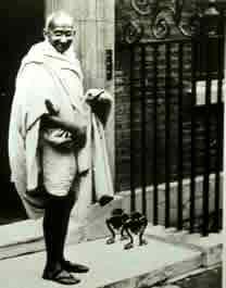 Gandhi em Londres, onde debateu a independência no Parlamento