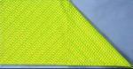 Dobre o guardanapo ao meio na horizontal Posicionar a extremidade dobrada na parte inferior. Dobre o canto direito superior para o centro. Dobrar o canto esquerdo da mesma forma.