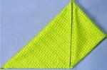 Traga o canto inferior direito do triângulo, até ao ponto central do topo.