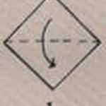 Dobrar o guardanapo ao meio em diagonal.