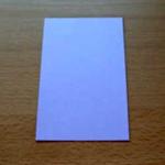 Pegue um pedaço de papel retangular.